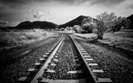 3d Papier peint des chemins de fer dans les collines et les arbres, photographié infrokrasnoy appareil 1920x1200