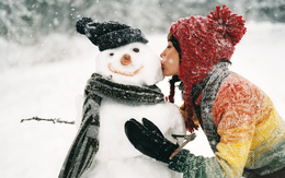 She gently kisses wallpaper snowman in the cold cheek 1920x1200