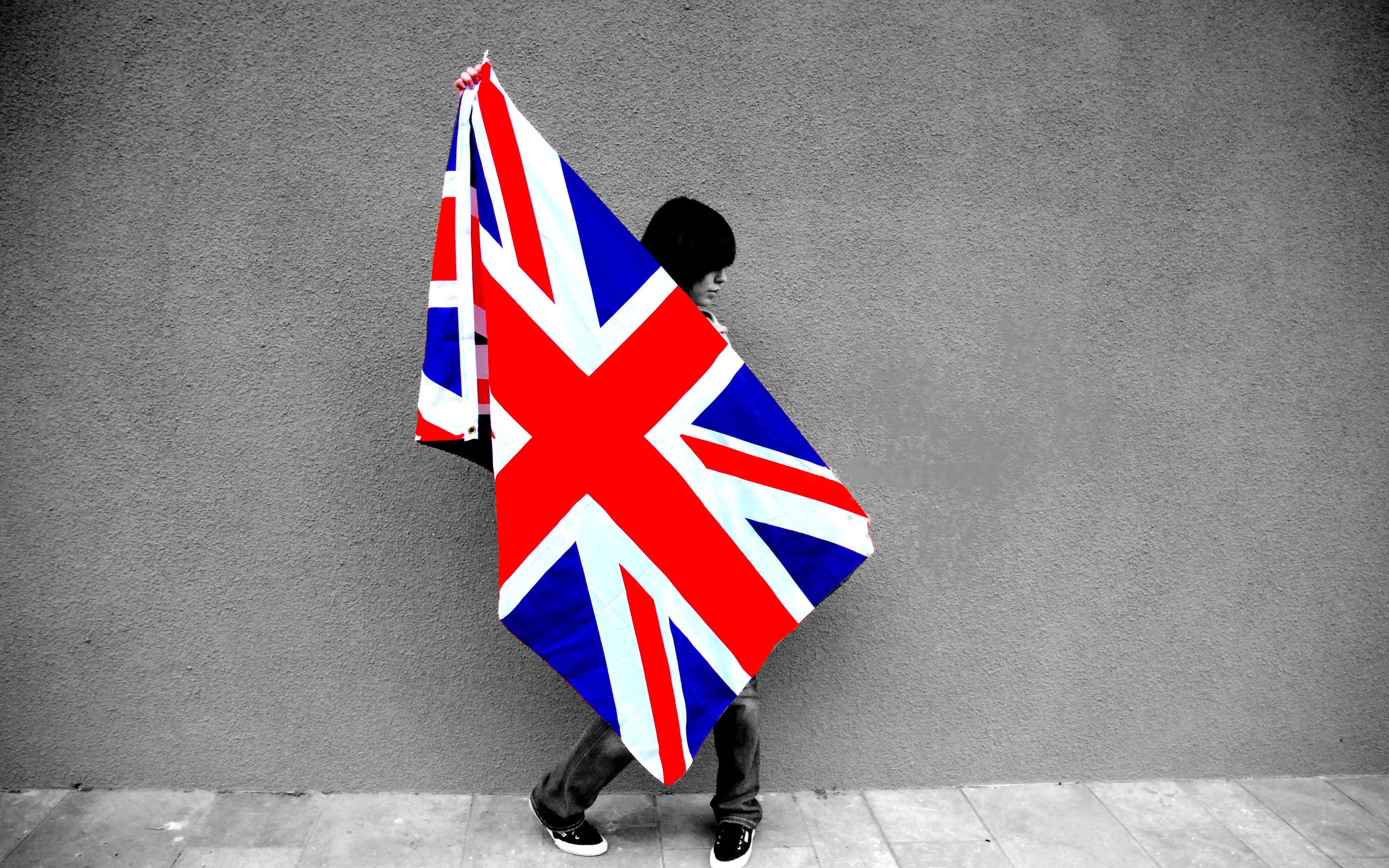 Обои девушка с флагом великобритании