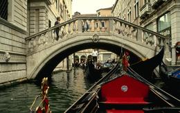 wallpaper Bridge in Venice, Italy, the gondola water