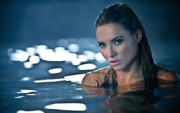 Beautiful girl wallpaper 2560x1600 in Wasser