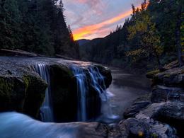 3d обои Река в лесу  1680х1260