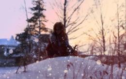 wallpaper beautiful girl on a snowy hill sad