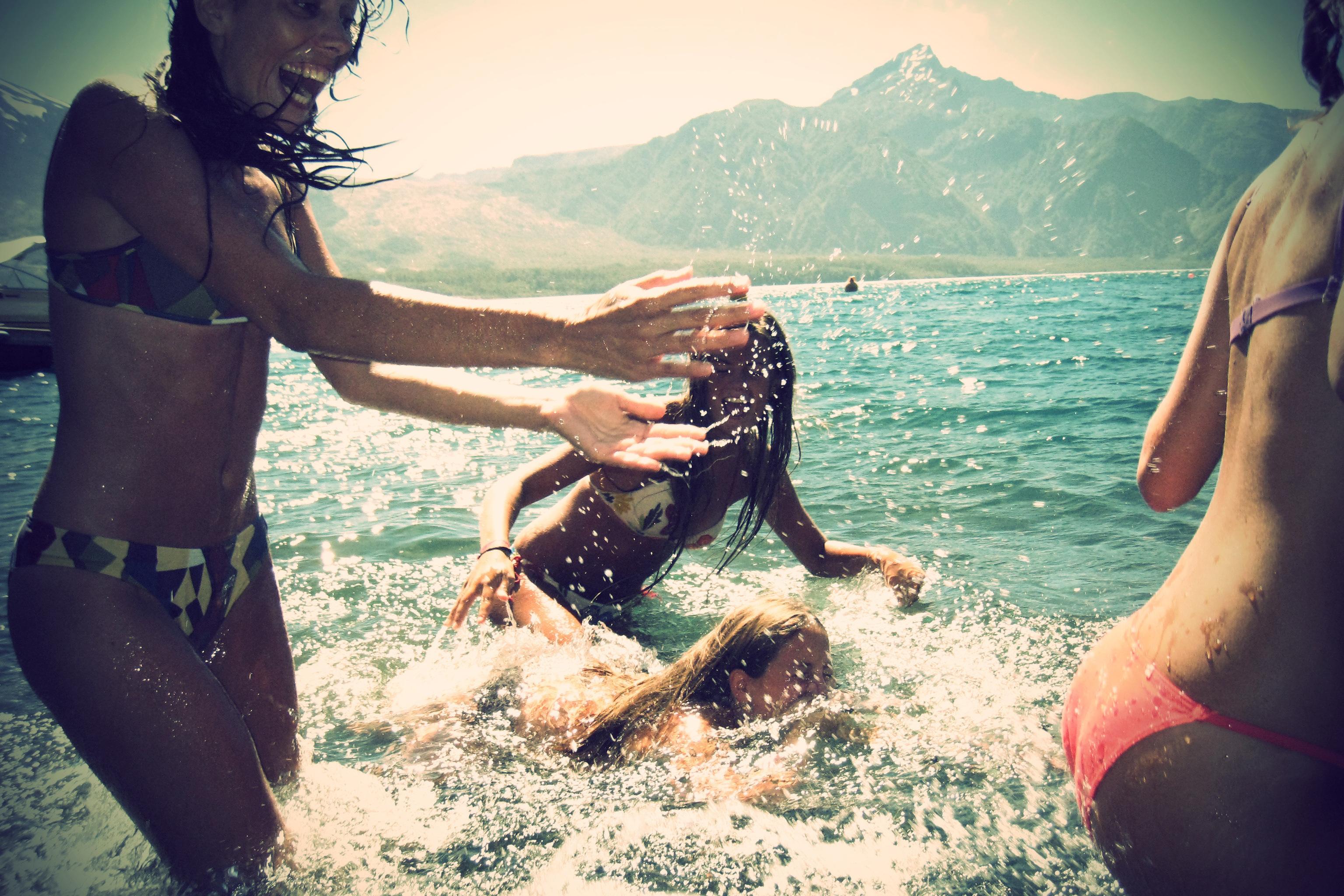 Фото подружек на пляже 24 фотография