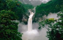 wallpaper Ecuador, a beautiful waterfall surrounded by mountains and forest water