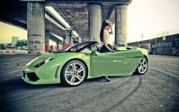 wallpaper girl standing in a green Lamborghini girls